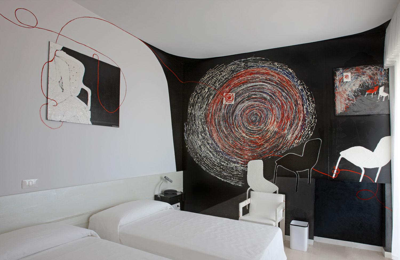 Camere albergo pesaro hotel museo arte contemporanea - Arredamenti particolari per casa ...